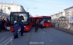 У сквера «Тебриз» в Казани столкнулись два пассажирских автобуса