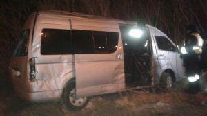В Нижнекамске при столкновении микроавтобуса и легковушки пострадали девять человек