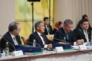Минниханов зачитал приветствие Путина участникам группы «Россия – Исламский мир»