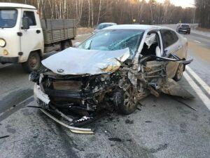 При столкновении трех легковых авто в Татарстане пострадали два человека