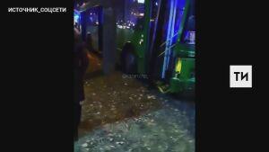 Шестеро взрослых и ребенок получили травмы в ДТП с двумя троллейбусами в Казани