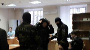 «Я в людей не стрелял!»: еще один участник ночной стрельбы в Казани отправился в СИЗО