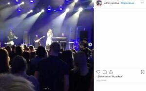 Жителей Казани возмутило неадекватное поведение певицы МакSим на концерте