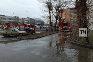 С верхних этажей горящей высотки в центре Казани спасли пять человек