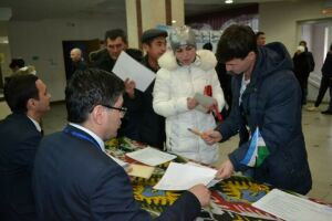 Граждане Узбекистана проголосовали в Агрызе за состав парламента на родине