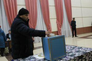 В Менделеевске на выборах парламента Узбекистана досрочно проголосовали 14 человек