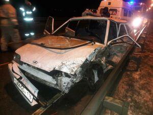 Фура слетела в кювет после столкновения с легковушкой в РТ, погиб пассажир авто