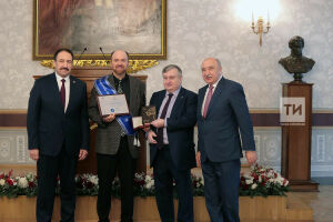 Песошин вручил канадскому математику медаль Лобачевского и премию в 75 тыс. долларов