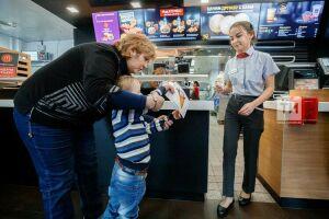 Детей из Дербышкинского дома-интерната в Казани научили общаться на карточках