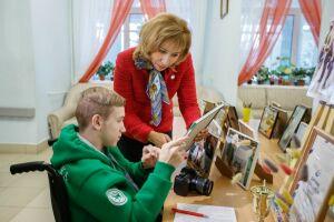 Фотографы и чтецы: Эльмира Зарипова встретилась с талантами из дома-интерната