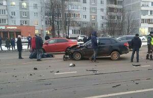 Водитель «Лады» попал в больницу после столкновения с «Мерседесом» в Казани