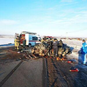 Два водителя пострадали в лобовом столкновении двух легковушек в Татарстане