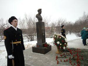 В Челнах открыли памятник погибшему во время боев в Чечне Дмитрию Бадретдинову
