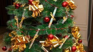 В мэрии Бугульмы установили елку с желаниями, которые исполнят госслужащие
