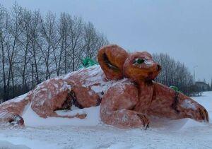На въезде в Лаишево слепили гигантскую фигуру Мыши