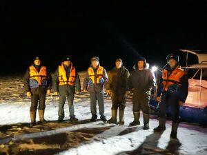 В Татарстане спасли двоих рыбаков, оказавшихся на отколовшейся льдине посреди Волги