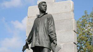 В день рождения Мусы Джалиля к его памятнику в Москве возложат цветы