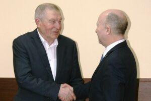 В свой юбилей ветеран прокуратуры получил медаль «За доблестный труд» из рук Илдуса Нафикова