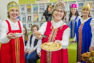 В Нижнекамске блинами, стихами и мастер-классами закрыли Декаду культур