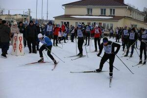 В Алексеевском на закрытие лыжного сезона вышло свыше трехсот участников