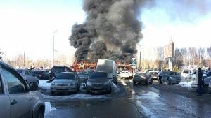 В Казани напротив парка Победы загорелся трамвай