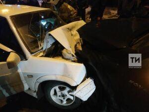 В аварии с тремя легковыми авто в Казани пострадал мужчина