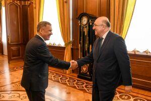 Рустам Минниханов встретился с новым послом Турции в РФ Мехметом Самсаром