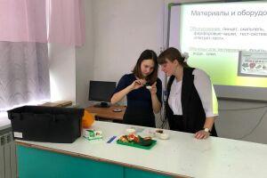 Спасские школьники протестировали экспресс-лабораторию «Пчелка-У/хим»