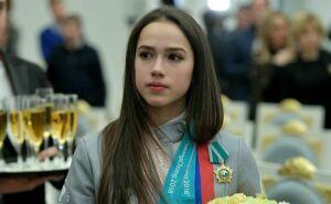 Фигуристка Алина Загитова стала чемпионкой мира натурнире вЯпонии