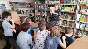 В Нижнеуслонской библиотеке юные сельчане познакомились с духовным писанием Платона Воздвиженского