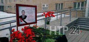 Сотни людей пришли проститься с убитым накануне в Нижнекамске полицейским Динаром Саматовым
