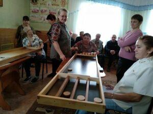 Воспитанники мамадышского приюта сразились в открытом турнире по джакколо, шаффлборту и новусу