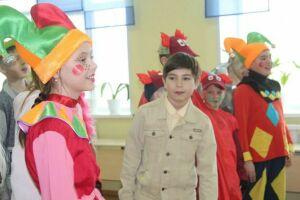 Школьники начальных классов в Менделеевске представили проекты о театральном искусстве