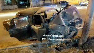 Погиб 18-летний пассажир легковушки, протаранившей столб в Альметьевске