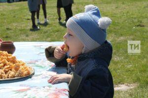 Мир, май, «Чак-Чай»: нафестивале вБолгаре выбрали самый вкусный чак-чак республики