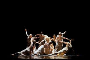 В финале XXXII Нуриевского фестиваля казанская труппа представила мини-постановку в жанре модерн