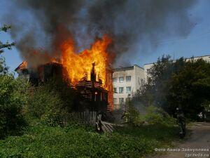 В Зеленодольске пожарные потушили загоревшийся в Полукамушках дом