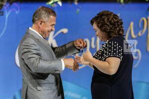 Рустам Минниханов подарил машину фельдшеру из Рыбно-Слободского района РТ