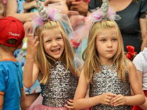 В Нижнекамске двойняшки и тройняшки выйдут на традиционный парад близнецов
