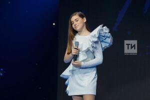 Микелла Абрамова и финалист конкурса «Голос.Дети» Ержан Максим спели о любви