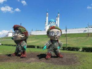На площади Тысячелетия установили трехметровые фигуры талисманов WorldSkills Kazan