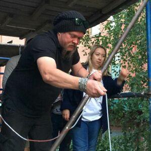 Вилле Хаапасало помог волонтерам «Том Сойер Феста» в восстановлении дома