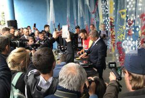 Минниханов нарисовал граффити ивстал задиджейский пульт наДне молодежи вКазани