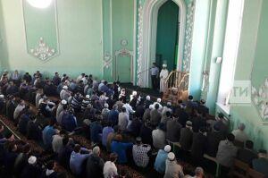 Праздничные намазы в честь Ураза-байрама в Елабуге посетили свыше 1,7 тыс. верующих