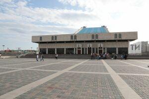 В театре Камала прокомментировали возмутившую Фишман установку ограждений на набережной озера Кабан