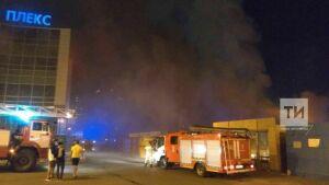 Ночью в Казани сгорели несколько торговых павильонов