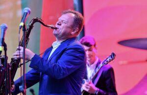Сюткин, Бутман и Эйленкриг дали концерт под дождем на альметьевском «Джазе на пляже»