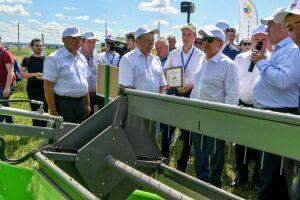 На «Дне поля в Татарстане» фермерам вручили гранты на развитие семейных хозяйств и потребкооперации