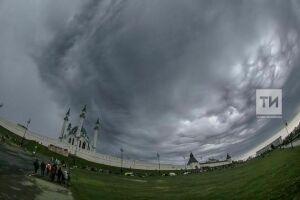 МЧС напоминает татарстанцам соблюдать осторожность во время сильного ветра и грозы
