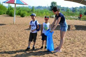 Чистопольцы в рамках акции «Чистый берег» очистили пляж от стекла и пластика